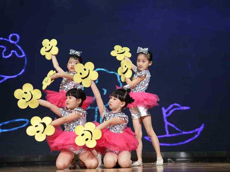 八八空间第三届《童年星梦想》儿童舞蹈视频《花儿朵朵》