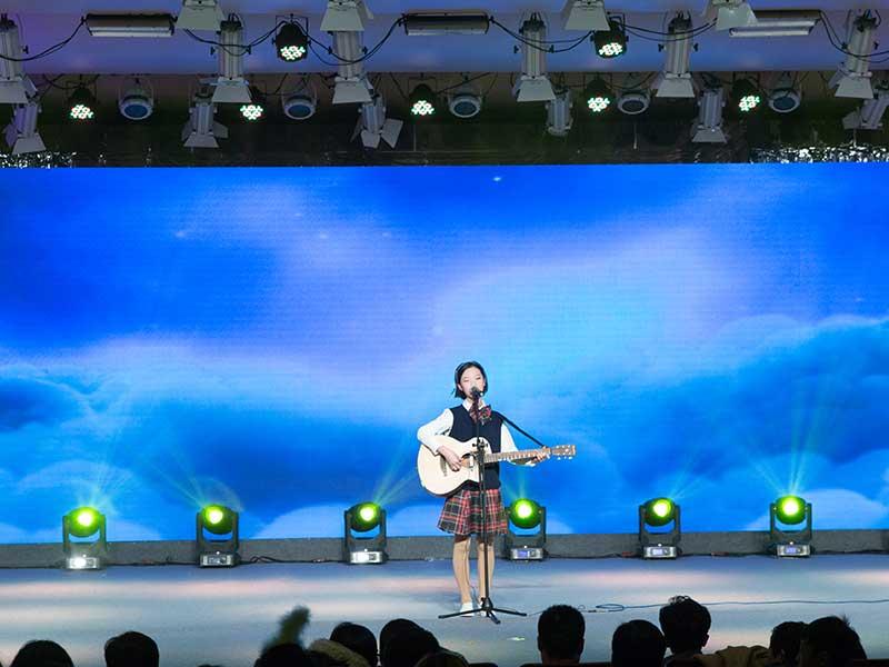 八八空间《公益梦想盛典》吉他弹唱《在树上唱歌》-薛惠文