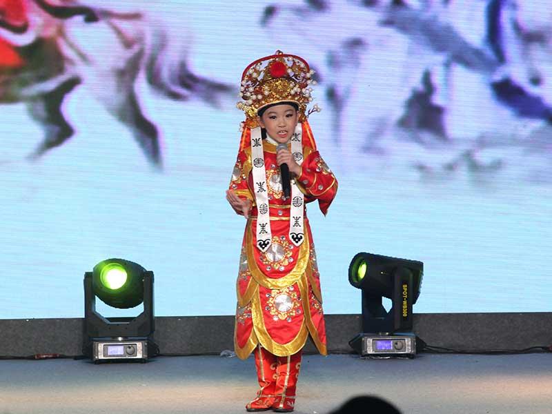 八八空间第三届《童年星梦想》张馨元表演歌曲《谁说女子不如男》