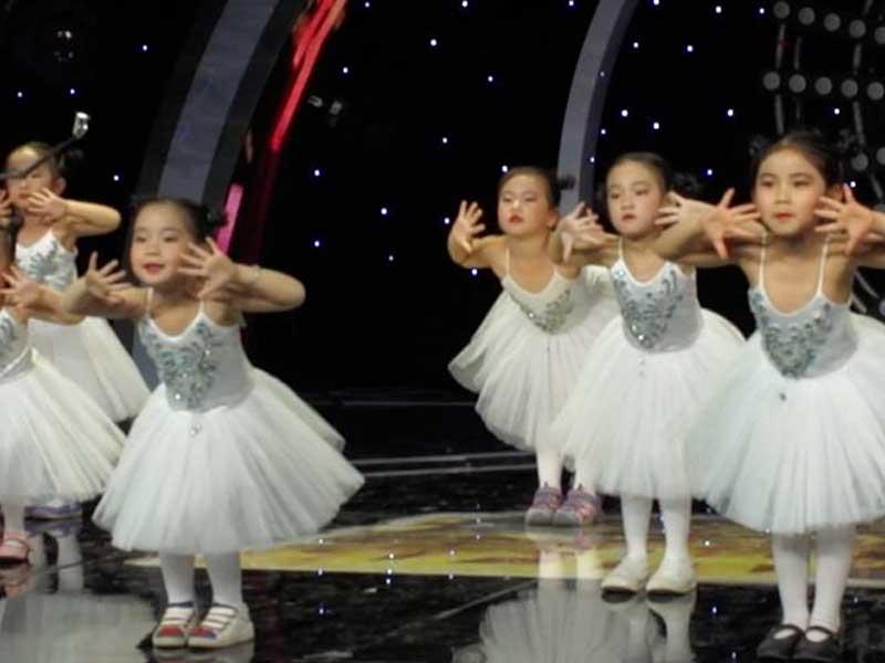 八八空间儿童舞蹈视频《爱的主场》在CCTV-15《广场舞金曲》节目播出